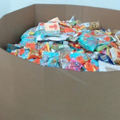 Pallet - 1990 Pcs - Gourmet Grocery, Pantry, Stuffed Animals - Customer Returns - Reese's, Mars, Starburst, Wrigley's