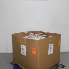 Pallet - 860 Pcs - Decorations & Favors, Giftwrap & Supplies, Costumes, Disposable Tableware - Customer Returns - spritz, Toysmith, Bullseye's playground, UNBRANDED