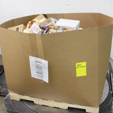 Pallet - 637 Pcs - Pantry, Gourmet Grocery - Customer Returns - Lindt, Oasis Supply, Ghirardelli, Ferrara Candy
