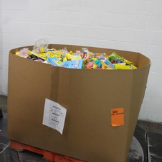 Pallet - 2117 Pcs - Gourmet Grocery, Pantry, Office - Customer Returns - Hershey's, Starburst, Reese's, Brach's