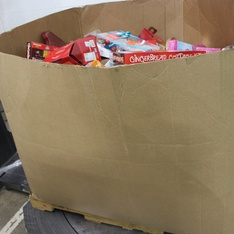 Pallet - 937 Pcs - Gourmet Grocery, Pantry - Customer Returns - The Nutty Fruit House, Wondershop, Card Exchange, Reese's