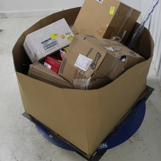 Pallet – 317 Pcs – Hardware, Costumes, Accessories, Automotive Parts – Customer Returns – Aicos, Amscan, Frigidaire, Unique