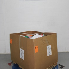 3 Pallets - 3671 Pcs - Decorations & Favors, Giftwrap & Supplies, Costumes, Stationery & Invitations - Customer Returns - spritz, Bullseye's playground, Toysmith, Dr. Seuss Enterprises, LP