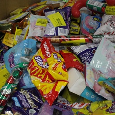 Clearance! Pallet - 1735 Pcs - Gourmet Grocery, Pantry, Kitchen & Dining - Customer Returns - Cadbury, Whoppers, Hershey's, Starburst