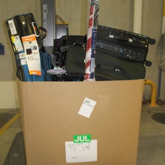 Pallet - 28 Pcs - Luggage, Vacuums - Customer Returns - Protege, Shark, Travelers Polo & Racquet Club, American Tourister