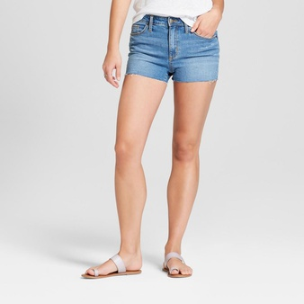 47 Pcs – Universal Thread Women's High-Rise Raw Hem Jean Shorts, Light Wash 8 – Like New – Retail Ready