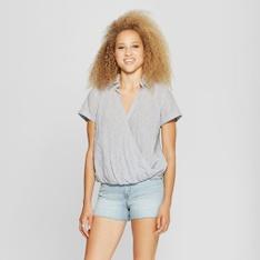 79 Pcs - Universal Thread Women's Stripe Wrap Front Short Sleeve Top, Gray S - New - Retail Ready
