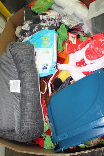 Pallet – 340 Pcs – Pet Toys & Pet Supplies, Snow Removal – Customer Returns – Wondershop, Boots & Barkley, Hyde and Eek! Boutique, PET FACTORY