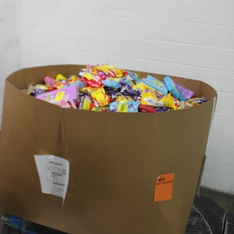 Pallet - 2247 Pcs - Gourmet Grocery - Customer Returns - Cadbury, Hersheys, Hershey's, Starburst