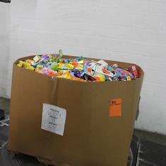Clearance! Pallet - 2521 Pcs - Pantry, Gourmet Grocery, Action Figures, Giftwrap & Supplies - Customer Returns - Cadbury, Hersheys, Brach's, Hershey's