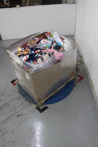 Clearance! Pallet – 739 Pcs – Arts & Crafts, Decorations & Favors, Decor, Office Supplies – Customer Returns – Toysmith, spritz, Creatify, Bullseye's playground