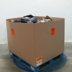 6 Pallets – 2608 Pcs – Shirts & Blouses, Unsorted, T-Shirts, Polos, Sweaters, Jeans, Pants & Shorts – Customer Returns – Iron Clothing, Mote, Under Armour, Eddie Bauer