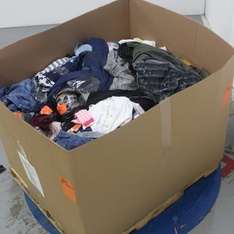 Pallet - 445 Pcs - T-Shirts, Polos, Sweaters & Cardigans, Underwear, Intimates, Sleepwear & Socks, Jeans, Pants, Legging & Shorts, Shirts & Blouses - Customer Returns - Wild Fable, A New Day, Universal Thread, Isabel Maternity by Ingrid & Isabel