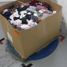 Pallet - 782 Pcs - Underwear, Intimates, Sleepwear & Socks, T-Shirts, Polos, Sweaters & Cardigans, Jeans, Pants, Legging & Shorts, Shirts & Blouses - Customer Returns - Wild Fable, Xhilaration, Ava & Viv, Gilligan & O'Malley
