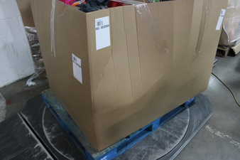 Clearance! Pallet – 579 Pcs – T-Shirts, Polos, Sweaters, Pantry, Girls, Office Supplies – Customer Returns – Goodfellow & Co, Cat & Jack, Hershey's, Bullseye's playground