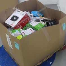 Pallet - 231 Pcs - Other, In Ear Headphones, Drones & Quadcopters Vehicles, DVD & Blu-ray Players - Customer Returns - LG, Tzumi, CoolPad, RCA