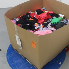 Pallet - 892 Pcs - Boys, Girls, Babies, T-Shirts, Polos, Sweaters & Cardigans - Customer Returns - Cat & Jack, art class, MLB, Bullseye's playground